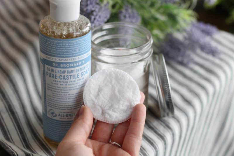 diy make up remover wipes // make your own makeup remover wipes // toxin free makeup remover // all natural makeup remover // natural skin care // toxin free makeup remover // green makeup remover